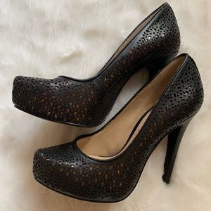 BCBG black & gold heels GUC